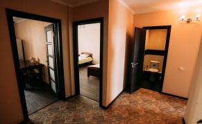 Гостиница Хостел Крылья 2 комнатная квартира «Просторная» Чебоксары